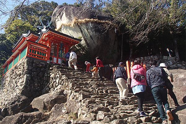 神倉山のゴトビキ岩