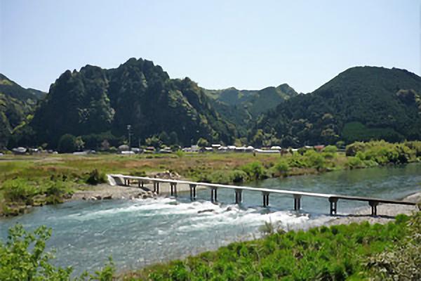 古座川の潜水橋