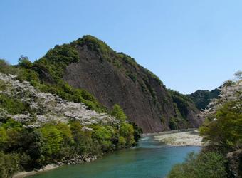 The Ichimai-iwa Rock(Kozagawa Town)