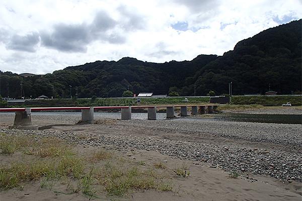 富田川的潜水桥