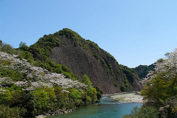 古座川一枚岩